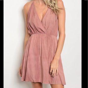 Dresses & Skirts - Gorgeous Mauve Dress 🎀